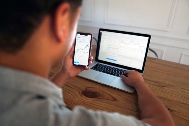 Pahami Dahulu 7 Jenis Perbedaan Trading dan Investasi Ini Sebelum Memutuskan Satu Pilihan