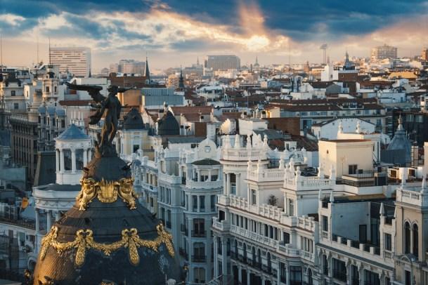 Círculo de Bellas Artes' rooftop crowned by the statue of Minerva.