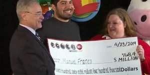 Voici Manuel Franco, le gagnant du jackpot de 768 millions du Powerball