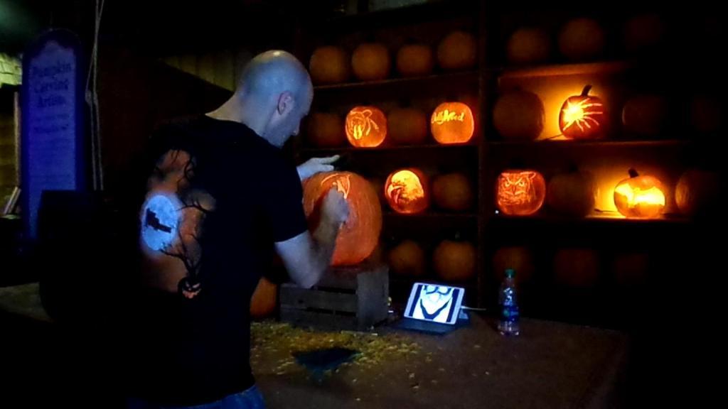 Dollywood Pumpkin Master Carver TiredMommyTales