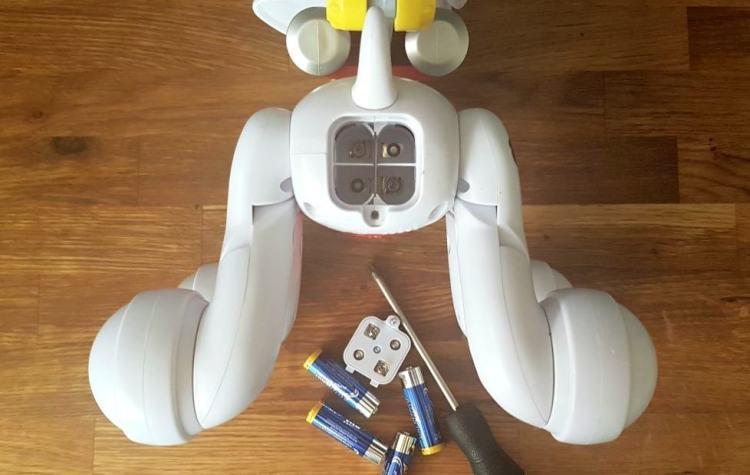 pp-zoomer-m-batteries-screw