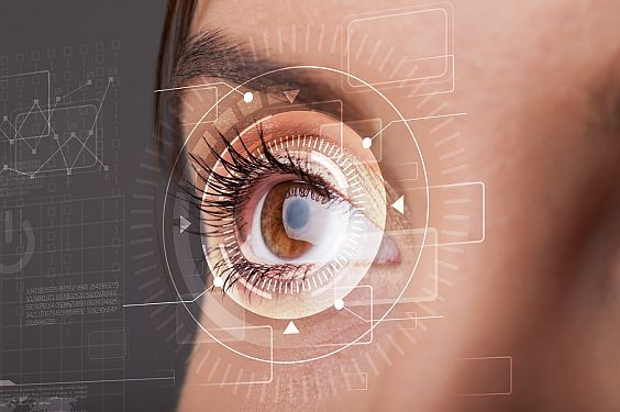 En la foto se aprecia un ojo de una chica con unos gráficos que emularían una posible capacidad para escanear documentos