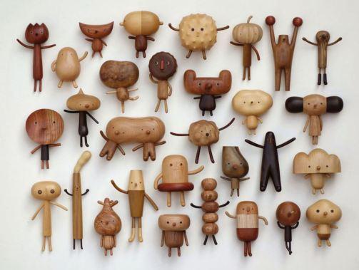 Foto de varios y originales juguetes de madera.