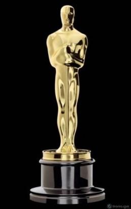 Imagen de la estatuilla dorada Oscar recortada en fondo negro