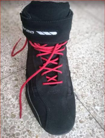 En la foto se muestra la botas de moto Forma Rookie Pro tomadas desde arriba