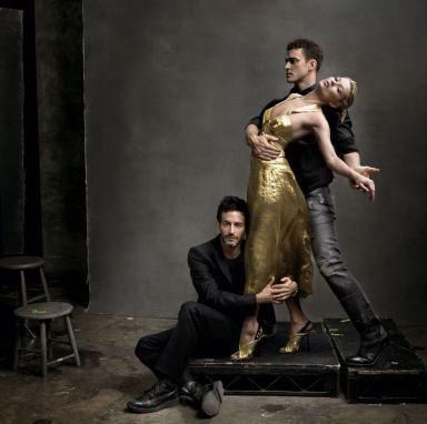Fotografía artística donde apareces tres modelos, una mujer y dos hombres