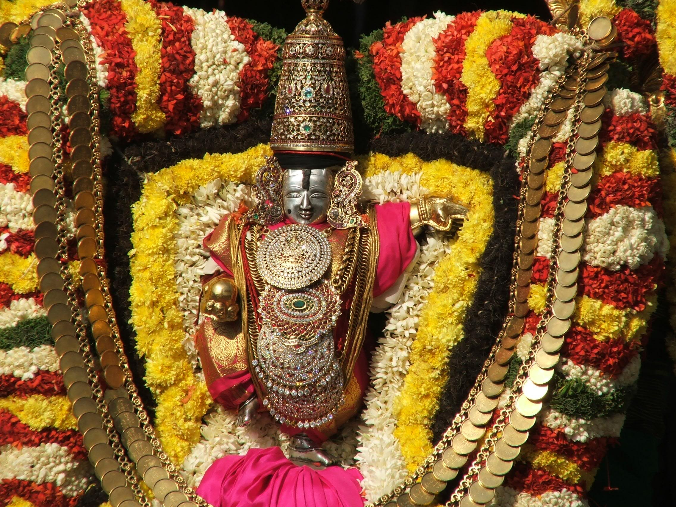When A Miraculous Incident Occurred During Abhishekam To Sri