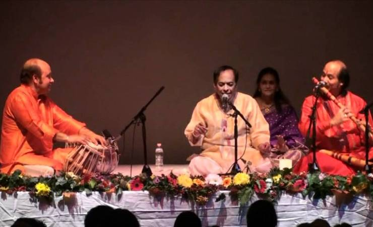 balamurali-krishna-during-a-concert