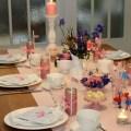 Tischdekoration Fruehstueck mit Herz pastell