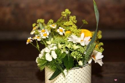 Grillparty Wiesenblumen Dekoration