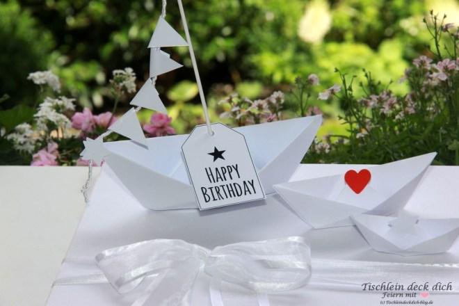 Kleine Schiffe falten als Geldgeschenk zum 50. Geburtstag