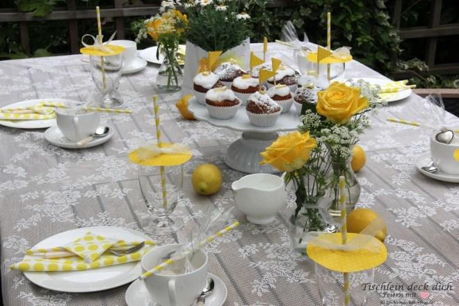 Tischdekoration mit Zitronen, den Sommer feiern