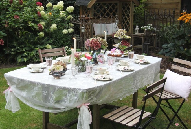 Teaparty im Garten