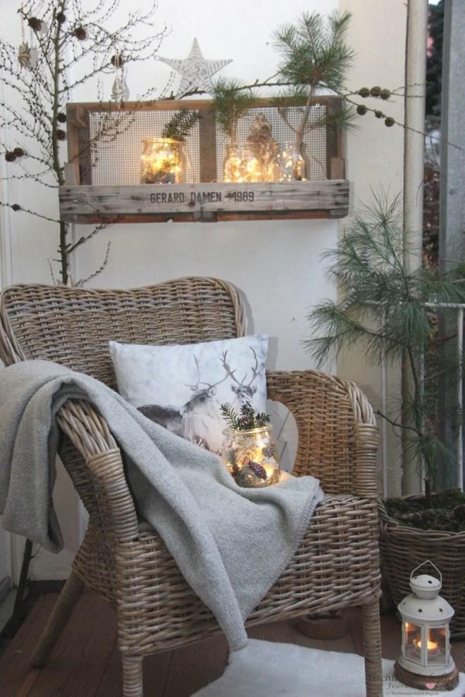 Balkon winterlich dekorieren