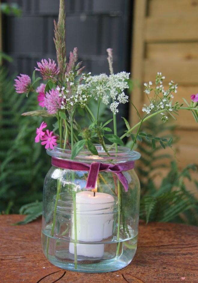 Windlicht mit Wiesenblumen, romantisches Weckglas mit Kerze