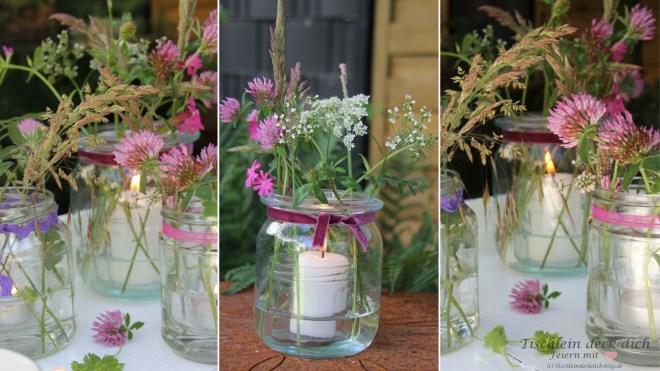 Weckgläser dekoriert mit Wiesenblumen und Kerze