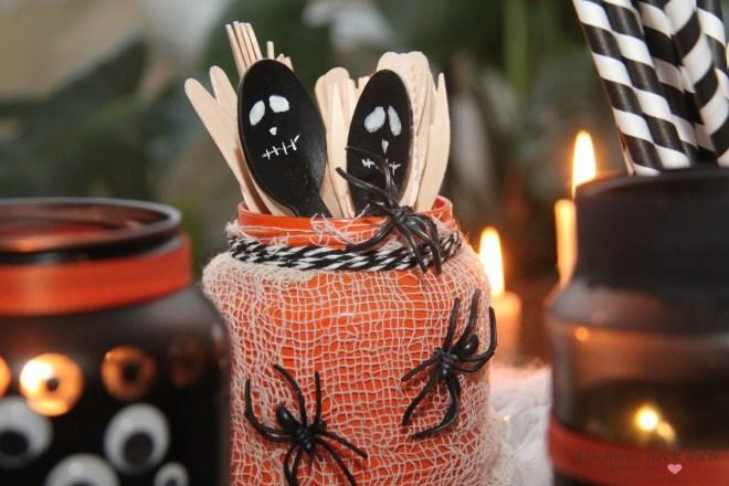Halloween Gläser DIY mit Spinnen