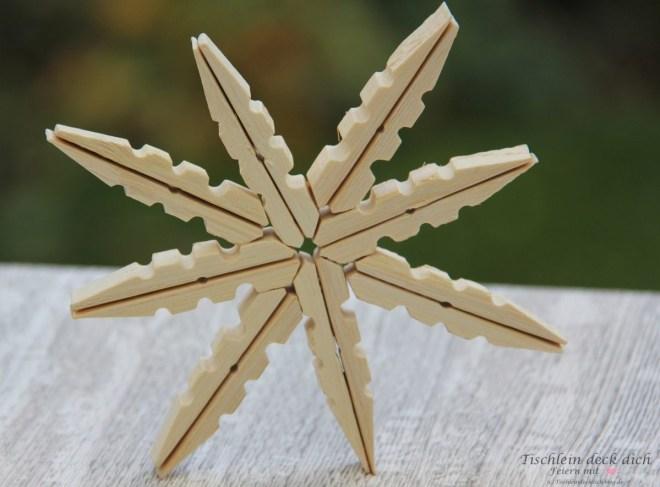 DIY Holzstern aus Waescheklammern