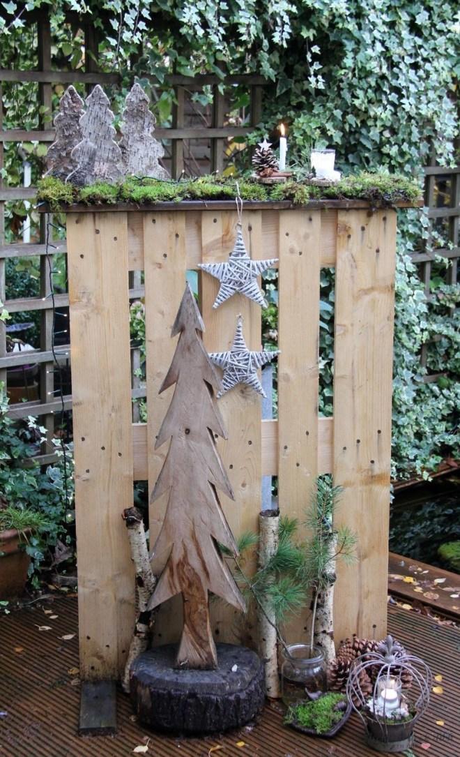 Holzpalette im Garten dekorieren