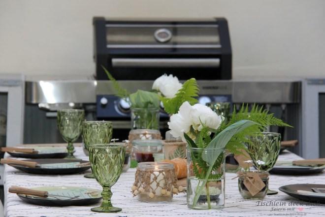 sommerliche Tischdekoration für die Terrasse