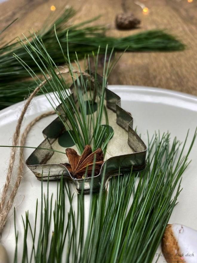 weihnachtliche Tischdekoration mit Tannenbaum DIY