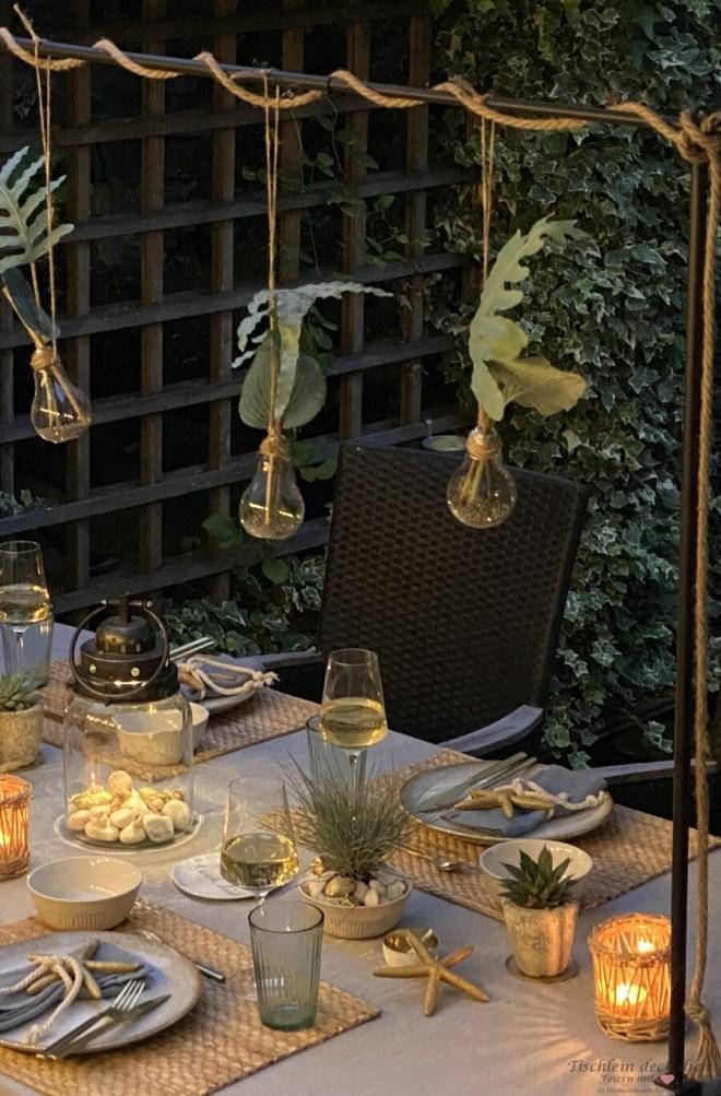 Tischgestell dekorieren im Garten maritim und sommerlich