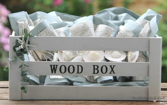 Servietten in der Holzbox für das Grillfest