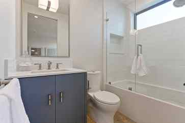 Caskey - 733 12th_Bathroom1