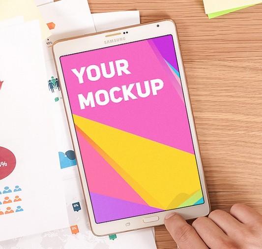 Samsung Galaxy Tab On Desk Mockup PSD