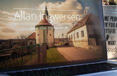 5 Photo Realistic Macbook Mockups PSD