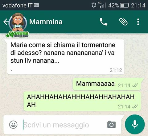 Mamme che scrivono messaggi su Whatsapp: non solo una pagina Fb