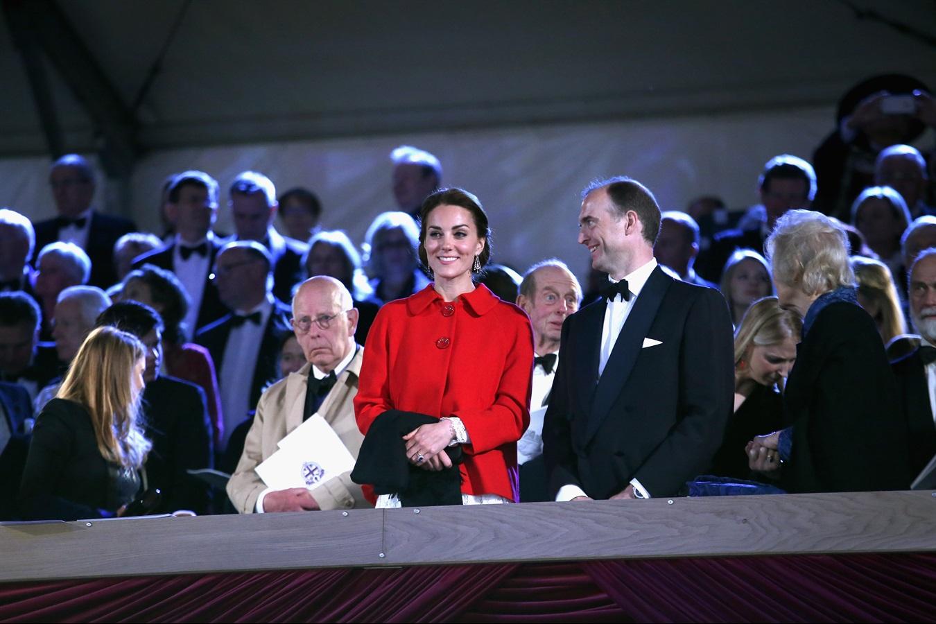 Kate Middleton, cappotto low cost al compleanno della Regina Madre