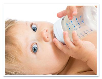 L'acqua: quale scegliere per i neonati? Consigli e valutazioni