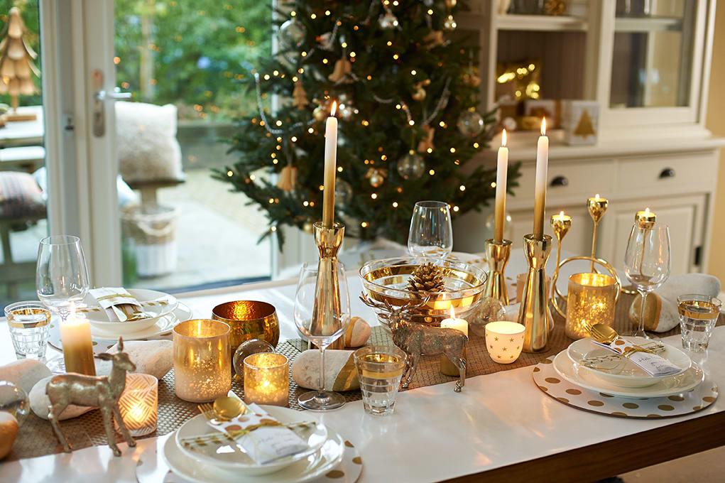 Natale 2016, mise en place oro, bianco e naturalmente rosso