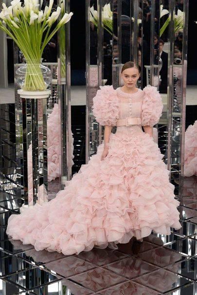 Haute Couture Paris, Chanel sfila in una passeggiata di luci e specchi