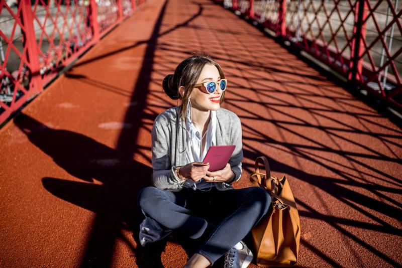 Pocketbook leggere e ascoltare musica