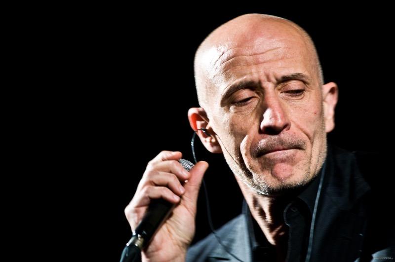 Peppe Servillo da Sanremo al nuovo tour con i Solis String Quartet
