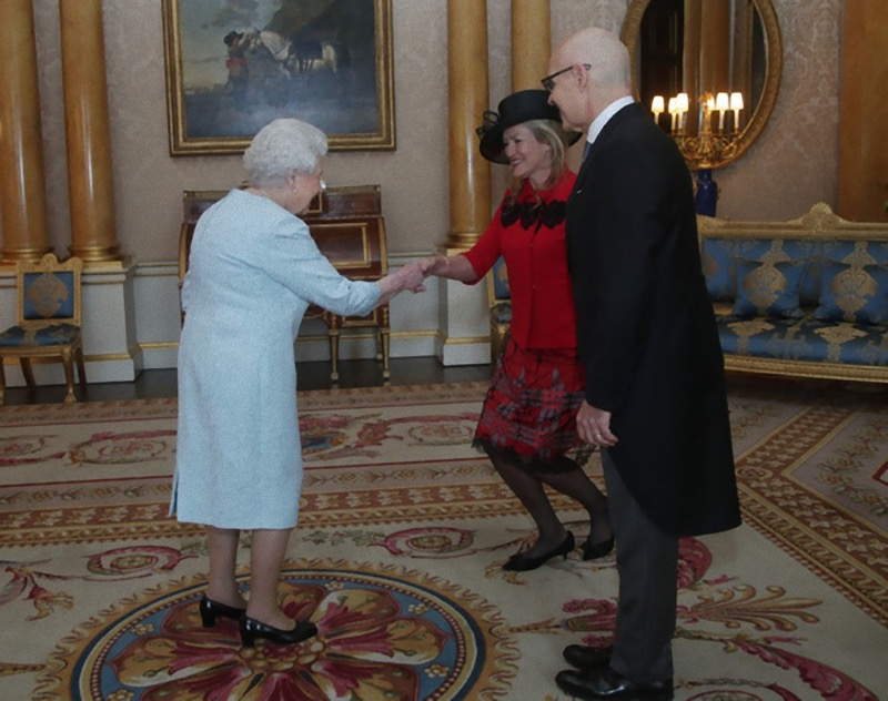 L'alta moda di Michele Miglionico sbarca a Buckingham Palace