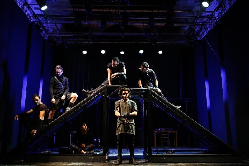 La paranza dei bambini, al Trianon Viviani lo spettacolo scritto da Saviano