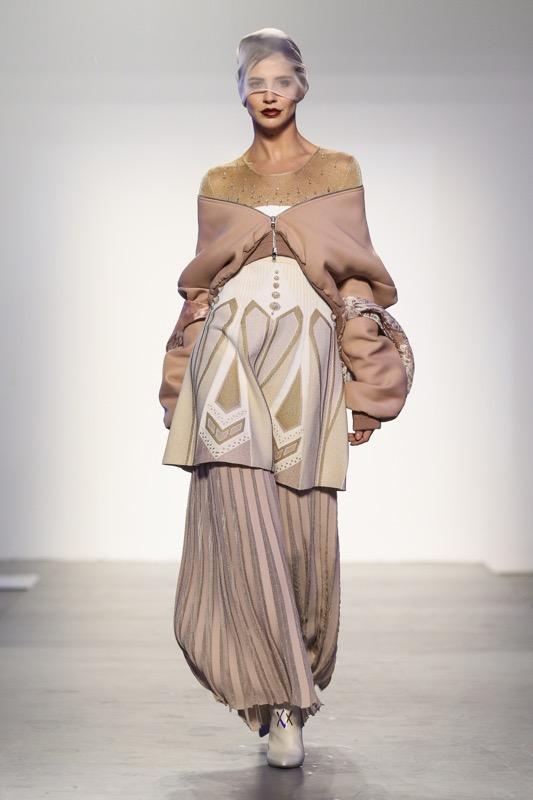 Viola Ambree e i suoi abiti da cerimonia di alta sartoria