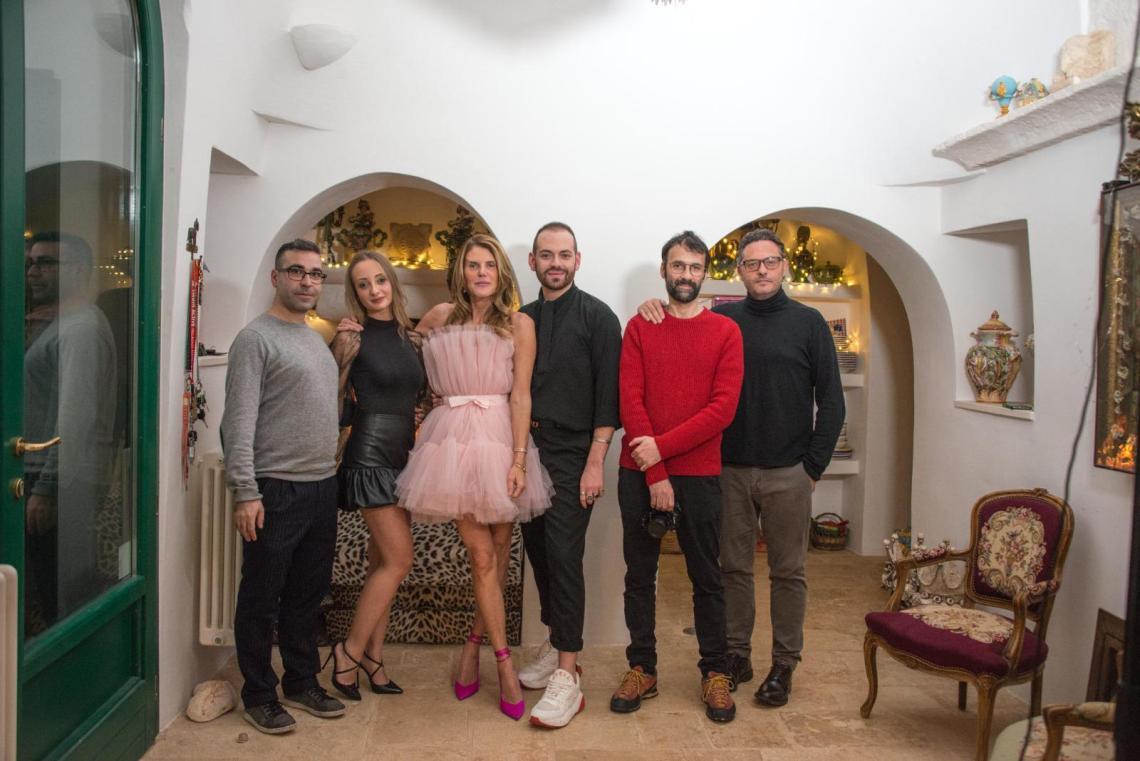 Anna-Dello-Russo-con-lo-staff-del-Maiorano-Magazine