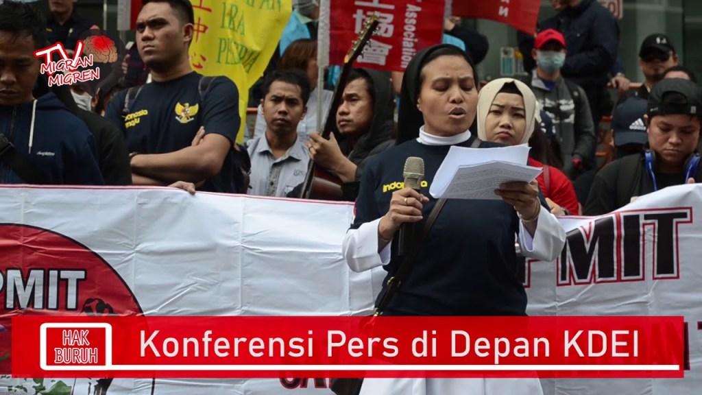 Konferensi Pers di Depan KDEI