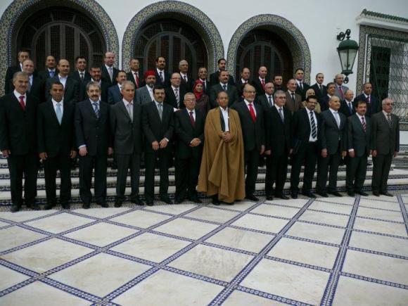 Moncef Marzouki au milieu des membres du gouvernement Jebali