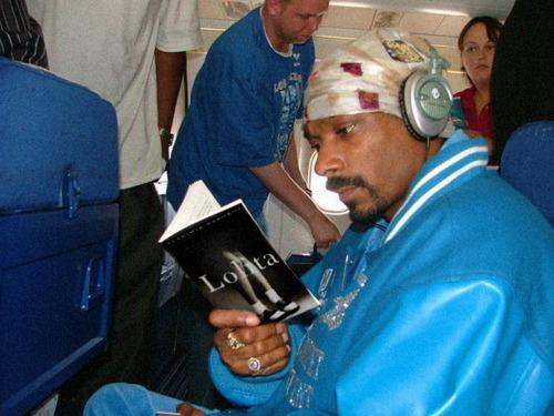 Snoop Dogg en mode lecture féminine