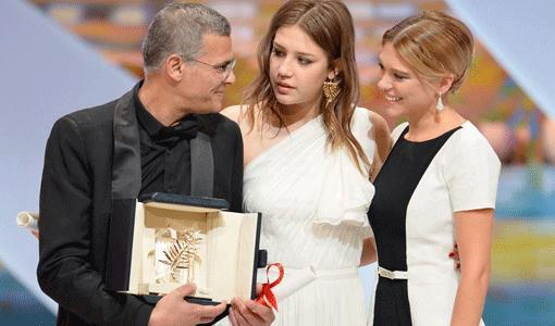 Cannes 2013 : Abdellatif Kechiche reçoit la Palme d'or et rend hommage à la jeunesse tunisienne