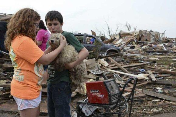Tornade à l'Oklahoma 90 morts dont 20 enfants