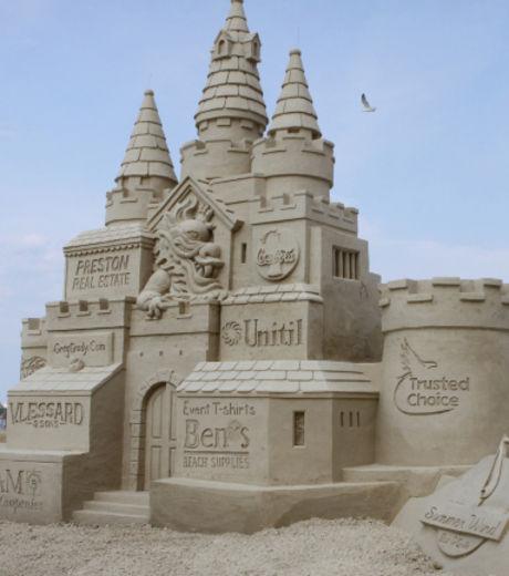 un-chateau-de-sable-cinq-etoiles-realise-lors-du-concours-de-sculpture-sur-sable-de-hampton-beach_127876_w460