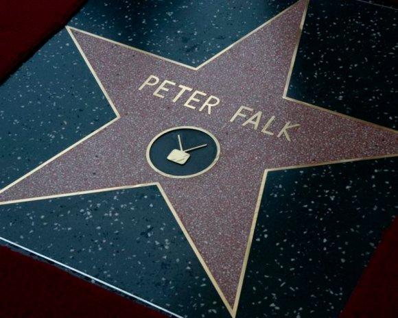 Décédé en juin 2011 à l'âge de 83 ans, Peter Falk s'était vu attribuer son étoile en 1991, mais n'avait jamais organisé la cérémonie d'installation. C'est désormais chose faite. (25 juillet 2013)  Image: Reuters