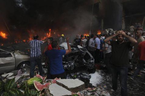 Sur les lieux de l'explosion au sud de Beyrouth, jeudi. (Reuters)