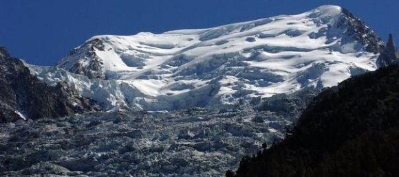 L'avalanche qui a fait deux victimes dans le massif du Mont-Blanc s'est déclenchée dans la nuit de lundi à mardi. afp.com/Jean-Pierre Clatot